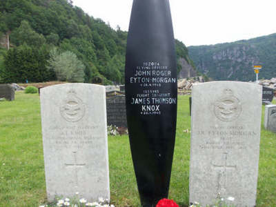Gravestone of Flight Sergeant James Thomson Knox