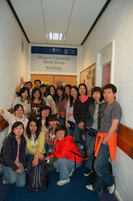 Greg Philo with Chinese students, 2008