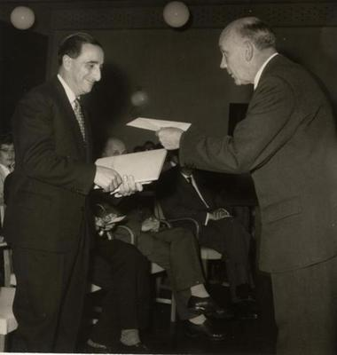 Guido Pontecorvo receiving the EC Hansen prize and medal, November 1961