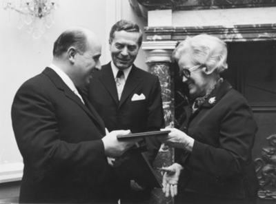 Bill Hutchison receiving the Koch Medal from the West German Health Minister in 1970
