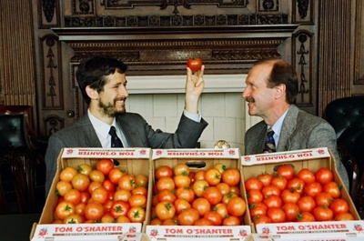 Mike Lean and Alan Crozier announce their project into the health properties of tomatoes, 1996