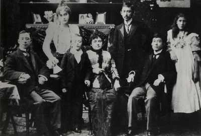 Tatsu Okubo with Watts family in Glasgow